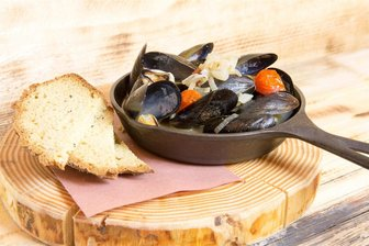 Tigh-Na-Mara Cedars Restaurant Lounge Lager Steamed Mussels